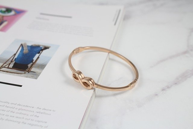 Bijou indispensable : bracelet en or