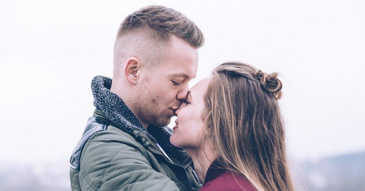 Comment bien embrasser quelqu'un qu'on aime?