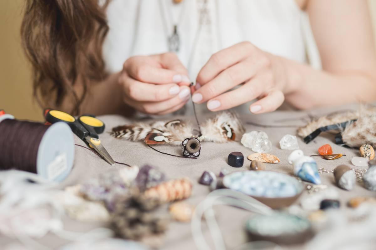 Sautoir, bracelet, collier : comment créer votre bijou ?