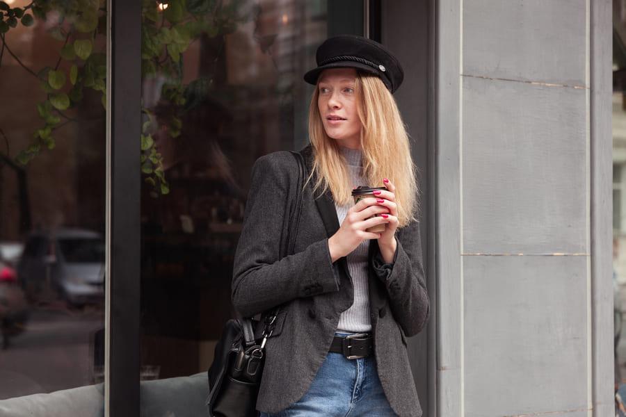 femme avec un blazer