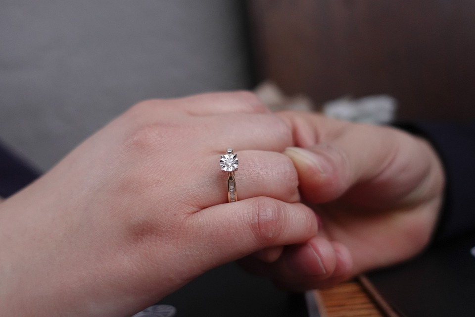 une bague de fiançailles
