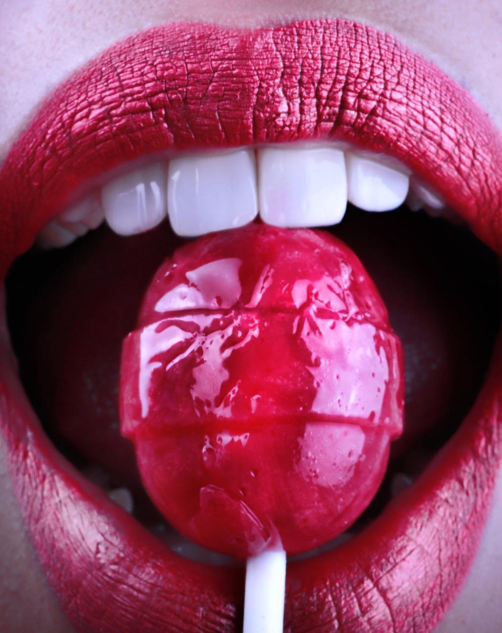 Quelles habitudes alimentaires fragilisent la santé des dents?