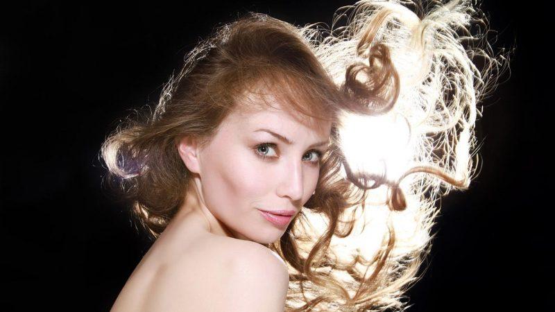 Comment changer de look capillaire sans se couper les cheveux?